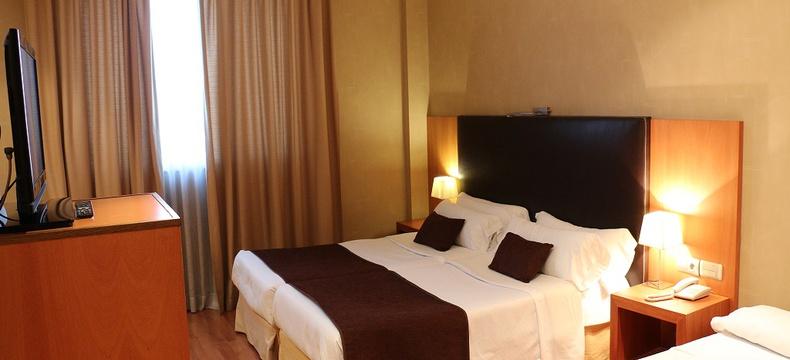 HABITACIÓN ESTÁNDAR TRIPLE Hotel HLG CityPark Sant Just